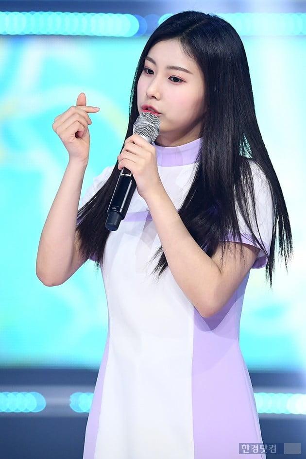 [포토] 아이즈원 강혜원, '깜찍하게 하트~'
