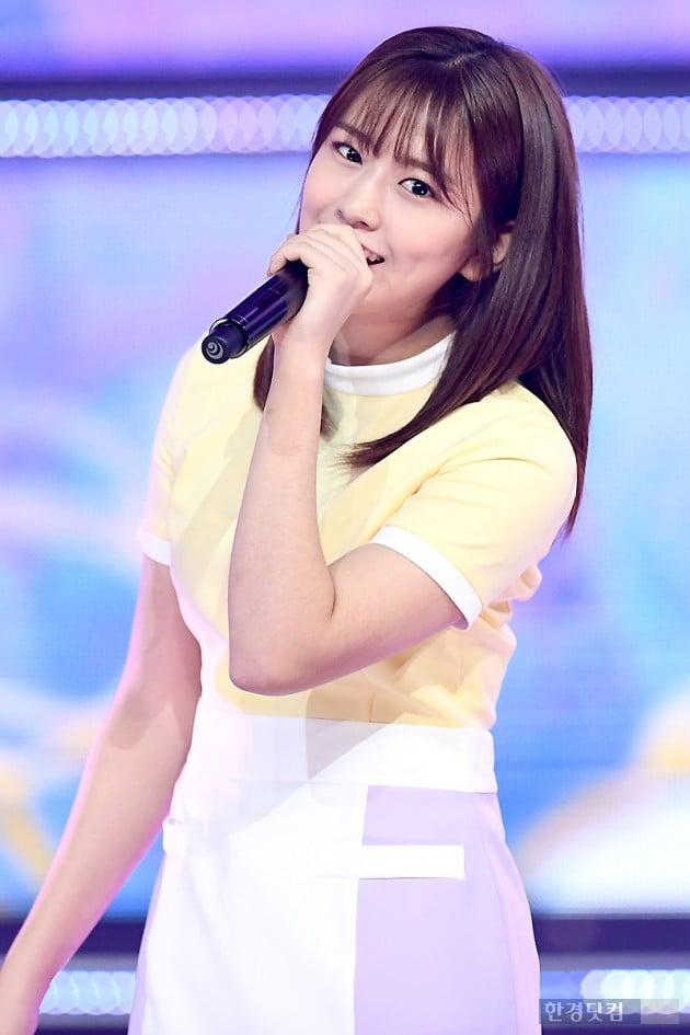 [포토] 아이즈원 안유진, '깜찍하게 아이컨택~'