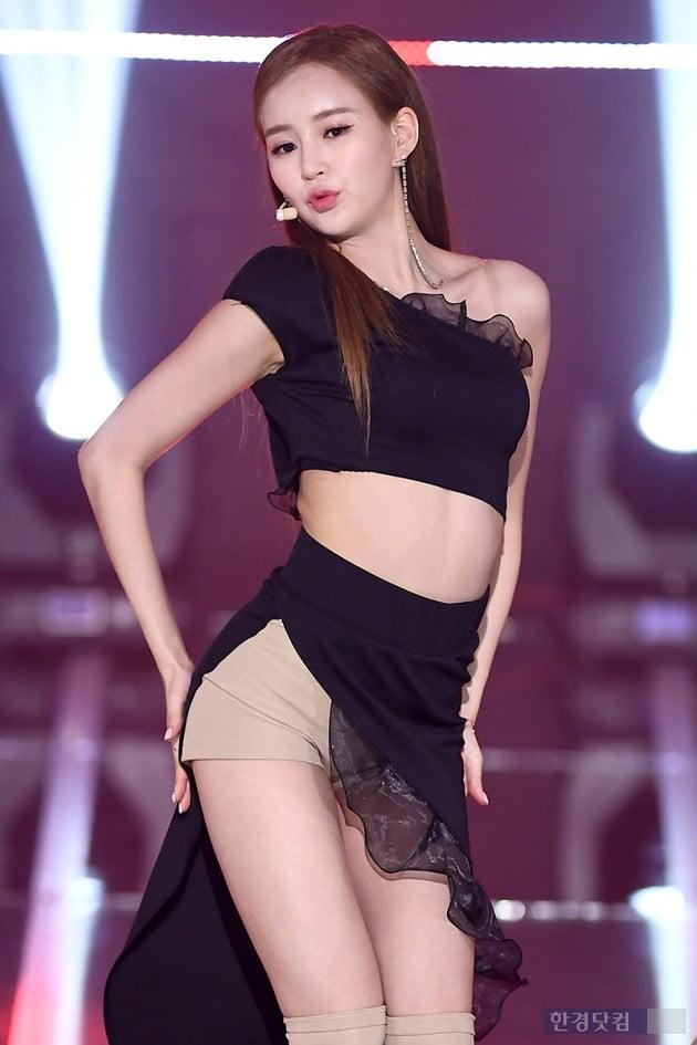 [포토] 카밀라 정유나, '완벽한 S라인 뽐내며~'
