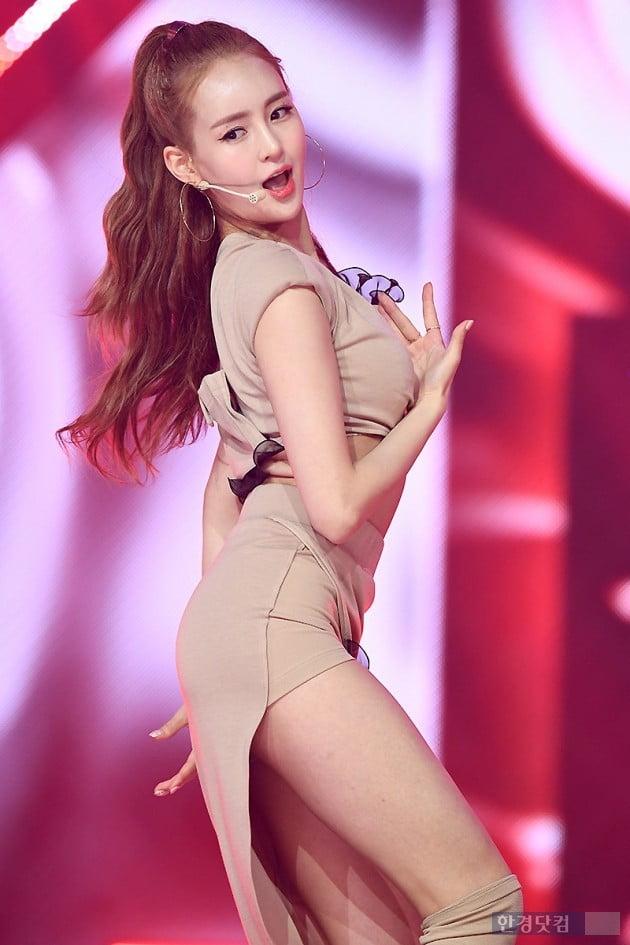 [포토] 카밀라 정유나, '늘씬한 S라인 뽐내며~'