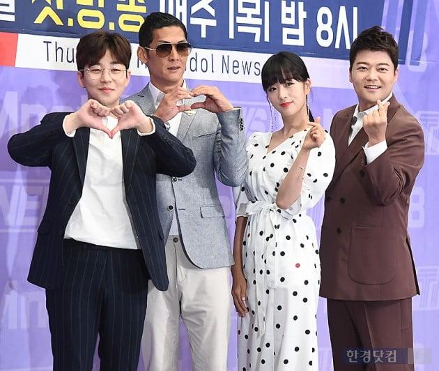 [포토] 딘딘-박준형-윤보미-전현무, 'TMI NEWS' 사랑해 주세요~