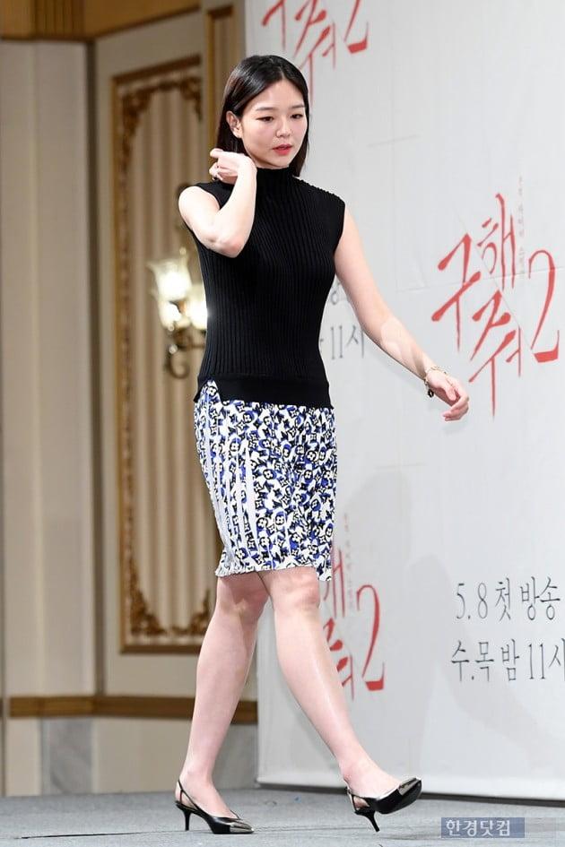 [포토] 이솜, '제작발표회에서 보기 힘든 낮은 굽 구두'