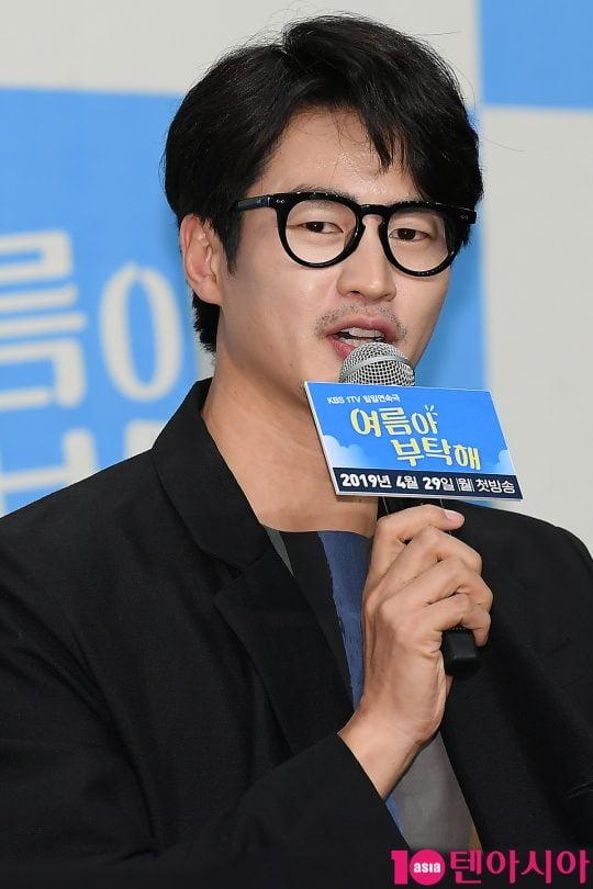 배우 김산호가 25일 오후 서울 신도림동 라마다호텔에서 열린 KBS 드라마 '여름아 부탁해' 제작발표회에 참석해 인사말을 하고 있다.