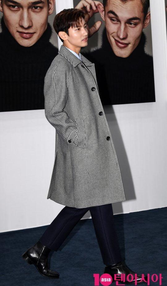 동방신기 최강창민이 25일 오후 서울 성수동 2가 성수동 S팩토리에서 열린 티아이포맨, 리브랜딩 패션쇼 개최 기념 포토월 행사에 참석하고 있다.