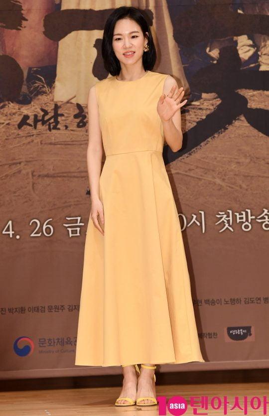 배우 한예리가 26일 오후 서울 양천구 목동 SBS 사옥에서 열린 SBS 새 금토드라마 '녹두꽃' 제작발표회에 참석하고 있다.