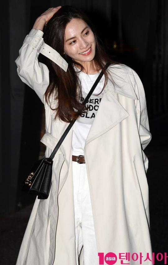 배우 나나가 28일 오후 서울 여의도동 한 음식점에서 열린 OCN 토일 오리지널 '킬잇(Kill it)' 종방연에 참석하고 있다.