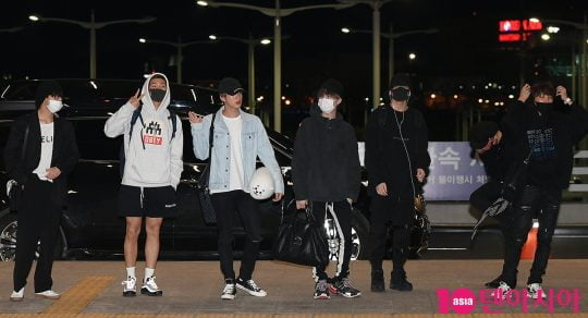 그룹 방탄소년단이 '2019 빌보드 뮤직 어워드' 일정 참석 차 29일 오후 인천국제공항을 공항패션을 선보이며 통해 미국으로 출국하고 있다.