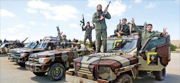 이란 제재 속 리비아 내전까지…국제유가 5개월 만에 70달러 넘었다