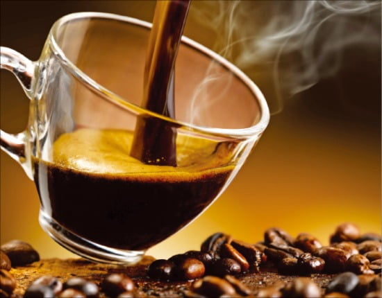 """[홍성호 기자의 열려라! 우리말] """"커피 나오셨습니다""""는 사물을 높인 잘못된 말"""