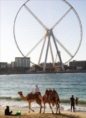 완공 앞둔 세계 최대 규모 관람차 '아인 두바이'.