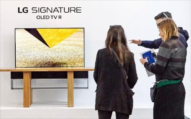 패션 본고장도 주목한 'LG 올레드 TV R'