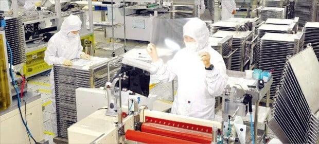 LCD패널 가격 급락…삼성·LG, 7년 만에 적자
