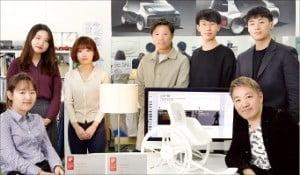 정연우 UNIST 디자인 및 인간공학부 교수(앞줄 오른쪽)와 팀원들.  /UNIST 제공