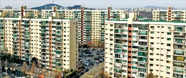 '더 세진 규제'에 재건축 포기 속출…압구정현대도 '찬·반' 설문조사