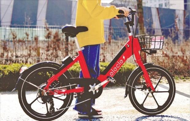 나인투원은 지난 10일 서울 마포구 일대와 연세대·서강대·홍익대 등 신촌 대학가에서 200대의 자전거로 시범서비스를 시작했다.  일레클 제공