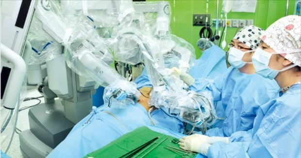 """""""신장암 치료, 로봇 수술 활용하면 신장 손상 최소화할 수 있죠"""""""