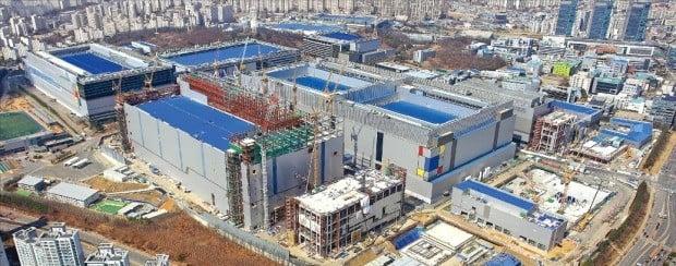 삼성전자 대규모 투자…수혜 기대 비메모리 반도체 관련주는?  /삼성전자 제공