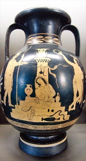 < 아가멤논 무덤에 있는 오레스테스, 엘렉트라 그리고 헤르메스 신 > 그리스 암포라 도자기, 기원전 380~370년, 46×31㎝. 프랑스 루브르박물관 소장.