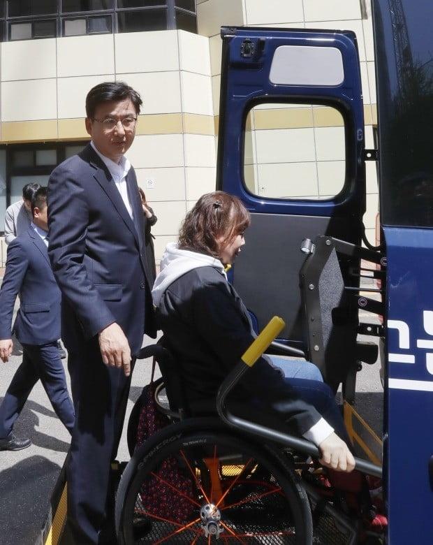 송파구청, 장애인 이동편의 돕는 특화차량 운영해