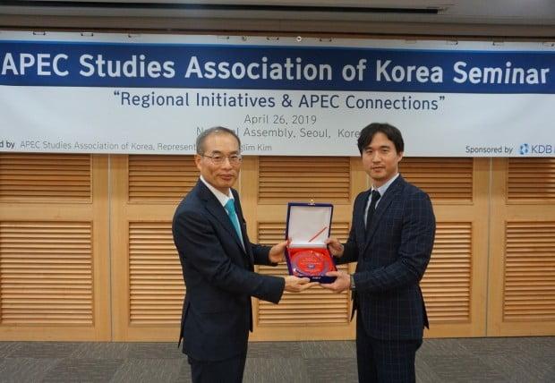 한세예스24홀딩스, 한국APEC학회서 글로벌 리더상 수상