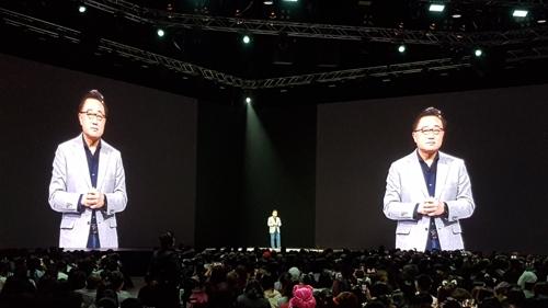 """삼성 """"중저가 휴대폰 시장 총공략""""…태국서 갤럭시 A80 공개"""