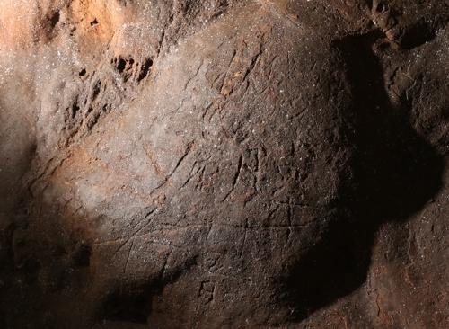 화랑이 1200년전 울진 성류굴에 새긴 글씨 발견