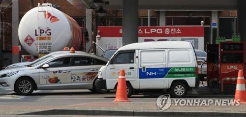 휘발유 가격 8주째 상승…서울, 15주 만에 1500원 돌파