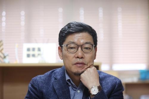 """[한국경제 길을 묻다] 이정동 경제과학 특보 """"한국 산업 패러다임 바꿀 때"""""""