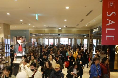 백화점 봄 정기세일 실적 호조…가전·해외명품이 매출 견인