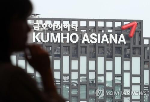 술렁이는 아시아나 직원들, 매각 결정에 '우려반 기대반'