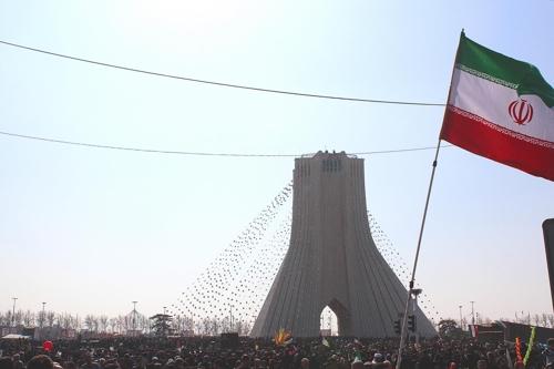 美, 이란에 '경제전쟁' 선포…협상이냐, 충돌이냐