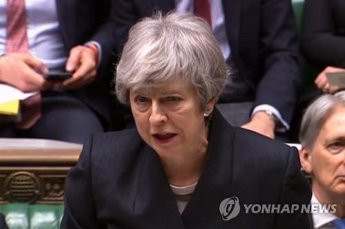 """메이, 브렉시트 강경파 사퇴압박에 """"타협점 찾자"""" 호소"""
