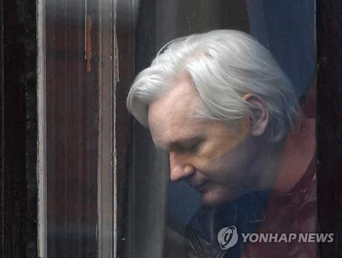 """""""위키리크스 사랑한다""""했던 트럼프, 어산지 체포에 """"난 몰라"""""""