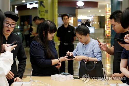 중국서 부가세 내리자 아이폰 가격 8만원 인하