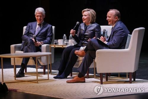 """'위키리크스' 어산지 체포에 힐러리 """"자신의 소행 밝히라"""""""