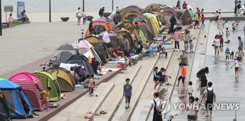 한강서 텐트 사방 닫아두면 과태료 100만원…텐트 허용구역 축소