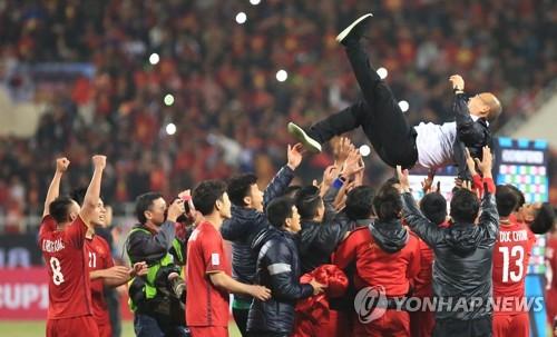 '박항서의 힘'…베트남 프로축구 리그 20일 앞당겨 종료