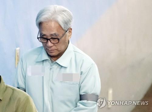 """'극단원 성추행' 이윤택 2심 징역 7년…""""꿈과 희망 짓밟아"""""""