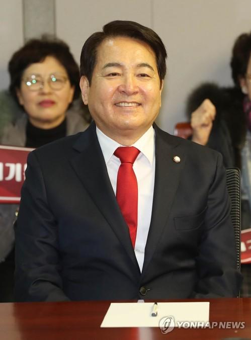 """'예산자료 유출' 심재철 기소유예…검찰 """"자료반환 등 고려"""""""