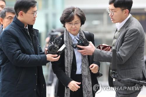 """김은경 전 장관 3차 검찰 소환…""""성실히 조사받겠다"""""""