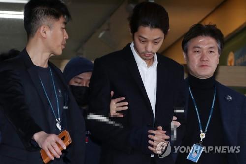 '성관계 몰카 촬영·유포' 정준영, 구속 상태로 재판에