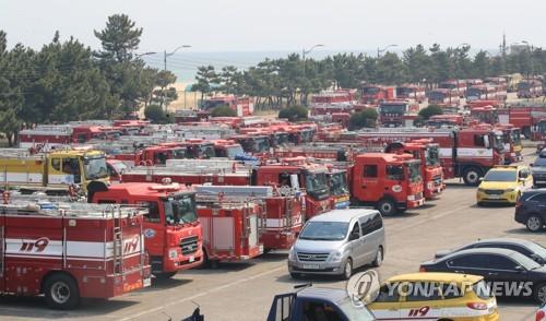소방청, 강릉·동해산불 대응 '1단계 해제'…인제 1단계로 낮춰