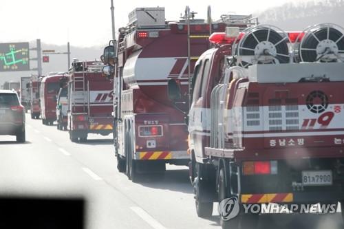 [강원산불] 정경두, 산불진화 현장방문…軍, 장병 700여명 투입
