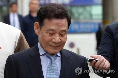 '사기 피해 vs 공천 목적' 윤장현 전 광주시장 징역 2년 구형