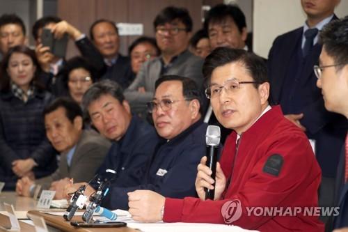 """부산 수리조선소 찾은 황교안 """"정부가 경제 망치는 정책만 내놔"""""""