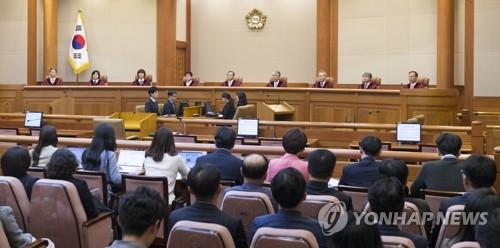 """보수 재판관들 """"태아도 헌법상 생명권 주체""""…낙태죄 합헌 의견"""