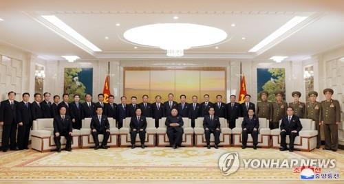 北, 노동당 상무위 '김정은·최룡해·박봉주' 3인 체제 구축