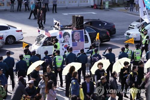 '세월호 5주기' 추모물결…광화문 수놓은 거대한 노란 리본