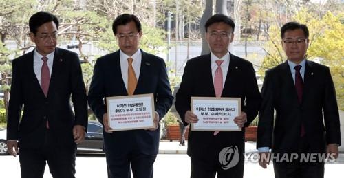 한국, '주식 논란' 이미선 후보자 부부 검찰에 고발