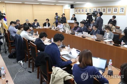 경사노위 공익위원 '단협 유효기간 연장·직장점거 규제' 권고